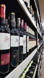 Wijnflessen voor verkoop Royalty-vrije Stock Afbeeldingen
