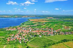 Wijngaarden en de Reservoirs van Nove Mlyny in zuidelijk Moravië, Tsjechische Republiek royalty-vrije stock afbeelding