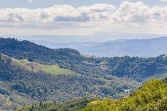 Wijngaarden op de heuvels van Sonoma-Provincie, Sugarloaf Ridge State Park, Californië royalty-vrije stock afbeelding