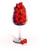 Wijnglas dat met rode harten te vol wordt gedaan Royalty-vrije Stock Foto