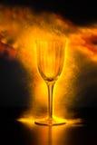 Wijnglas met Vonken en Misty Fire Light Royalty-vrije Stock Afbeeldingen