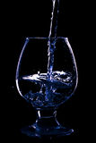 Wijnglas op de zwarte achtergrond Royalty-vrije Stock Afbeeldingen