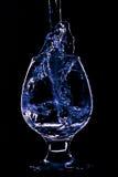 Wijnglas op de zwarte achtergrond Royalty-vrije Stock Foto