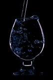 Wijnglas op de zwarte achtergrond Stock Fotografie