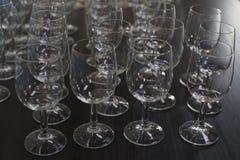 Wijnglas in rij Stock Afbeeldingen