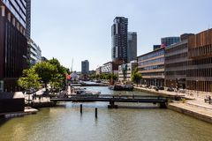 Wijnhaven街和办公楼a的外视图 免版税库存照片