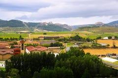 Wijnmakerijen en landbouwbedrijven rond Haro stock afbeeldingen