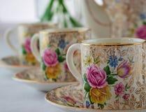 Wijnoogst, antiquiteit, de koffiekoppen van Crownford Burslem China demitasse met roze ontwerp royalty-vrije stock afbeelding
