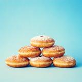 Wijnoogst Berijpte Donuts stock foto