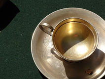 Wijnoogst cookware in de markt wordt verkocht die Royalty-vrije Stock Foto