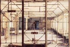 Wijnoogst gebroken venster Stock Fotografie