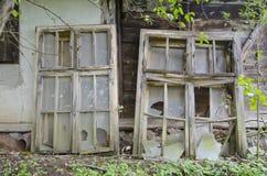Wijnoogst gebroken venster stock afbeeldingen