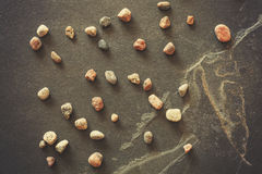Wijnoogst gefiltreerde stenen op de donkere achtergrond van de grungelei Royalty-vrije Stock Fotografie