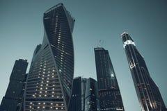 Wijnoogst gestileerde foto van wolkenkrabbers in Moskou stock fotografie