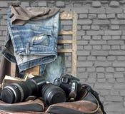 Wijnoogst, Jeans op een houten stoel Stock Afbeeldingen