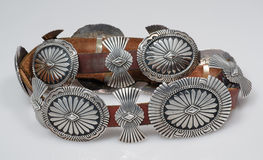 Wijnoogst, Sterling Silver, Inheemse Amerikaanse Concho-Riem. Royalty-vrije Stock Foto