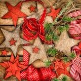 Wijnoogst van de sterren rode linten van Kerstmisdecoratie de houten Royalty-vrije Stock Foto's