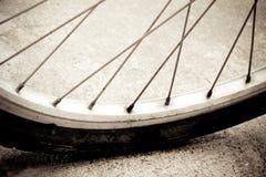 Wijnoogst van fietswiel Stock Afbeeldingen