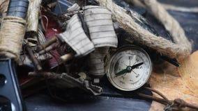 Wijnoogst worldmap en kompas stock videobeelden