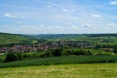 Wijnvallei van Markelsheim, een deel van de beroemde toeristische Romantische Straat in Beieren stock foto