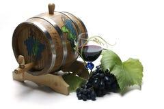 Wijnvat en druiven Stock Afbeelding