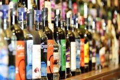 Wijnwinkel stock afbeeldingen