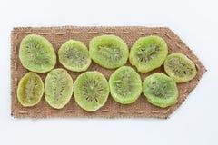 Wijzer van jute met droge kiwi Stock Foto