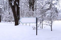 Wijzerpijl in het park Stock Fotografie