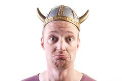 Wikinger-Mann getrennter Sturzhelm Stockfotos