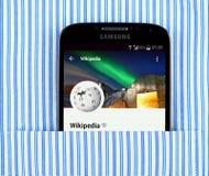 Wikipedia app on the Samsung galaxy display Royalty Free Stock Photos