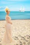 Wiktoriańska kobieta przy plażą obraz stock
