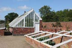 Wiktoriański izolująca szklarnia i ogród Fotografia Royalty Free