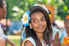 WIKTORIA, SEYCHELLES †'Kwiecień 26, 2014: Młode kreol kobiety przy th Obrazy Royalty Free
