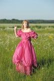 Wiktoriańska dziewczyna w rocznik menchii sukni Zdjęcia Stock