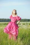 Wiktoriańska dziewczyna w rocznik menchii sukni Zdjęcia Royalty Free
