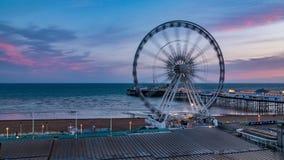 Wiktoriański Brighton molo i Brighton toczymy przy zmierzchem Zdjęcia Royalty Free