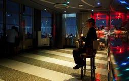 Wil Greenstreet que se realiza en el Empire State Building Imagenes de archivo