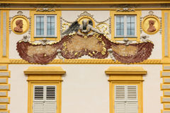 Wilanow宫殿&庭院。 在墙壁上的日规。 华沙。 波兰。 免版税库存图片