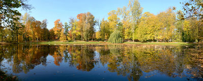 Wilanow宫殿-池塘在公园 库存照片