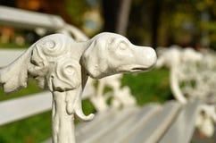 Wilanow宫殿-长凳在公园 免版税库存照片