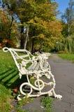 Wilanow宫殿-长凳在公园 图库摄影