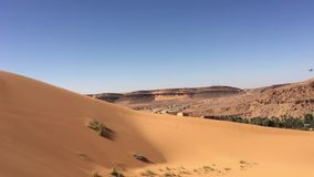 Wilaya de Sandy Taghit et panorama d'oasis de l'Afrique du Nord Bechar Algérie clips vidéos
