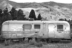 INTO THE WILD. USA AIRSTREAM CAMPING CAR ROCKING MONTAINS Stock Photography