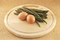 Wild asparagus with egg Royalty Free Stock Photos