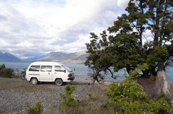 wild campa skåpbil för campare Arkivfoto