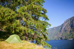 Wild camping by a lake in Norway Royalty Free Stock Photos