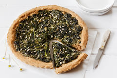 Wild herb spinach quiche, vegetarian Royalty Free Stock Images