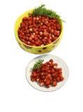 wild jordgubbe för bärplattasaucer Arkivfoton