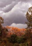 Wild onweerswolken en berglandschap India royalty-vrije stock foto's