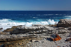 Wild and rocky coast at Ttsitsiamma Nationalpark in South Africa Stock Photography